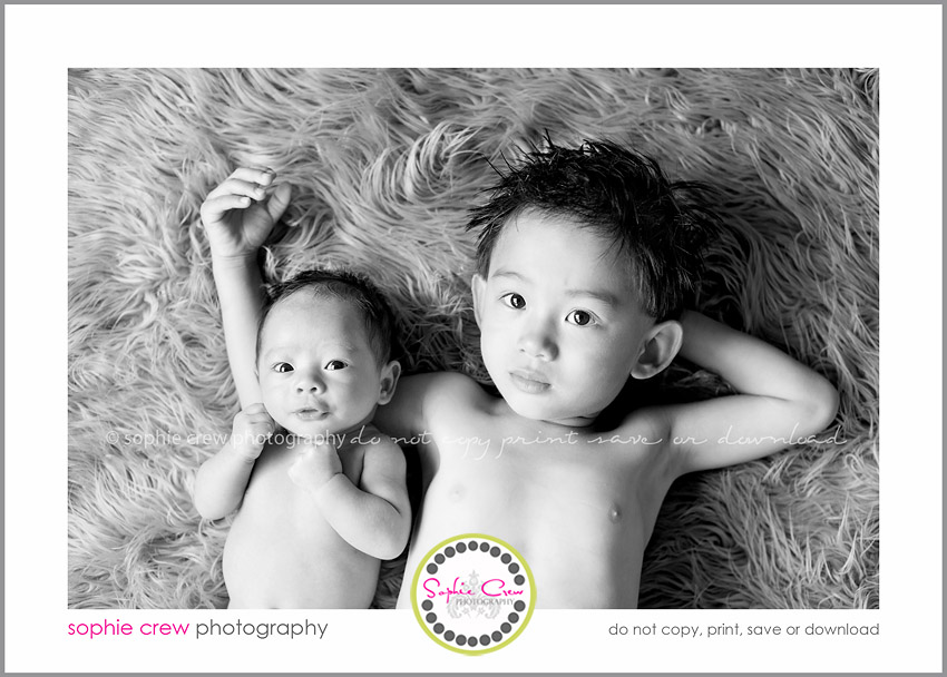 Newborn Pictures with Siblings http://sophiecrewphotography.com/blog/baby-miles-san-diego-newborn-baby-photographer-sophie-crew-photography/