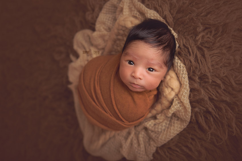 What to do with a newborn that won't sleep during a newborn session photography