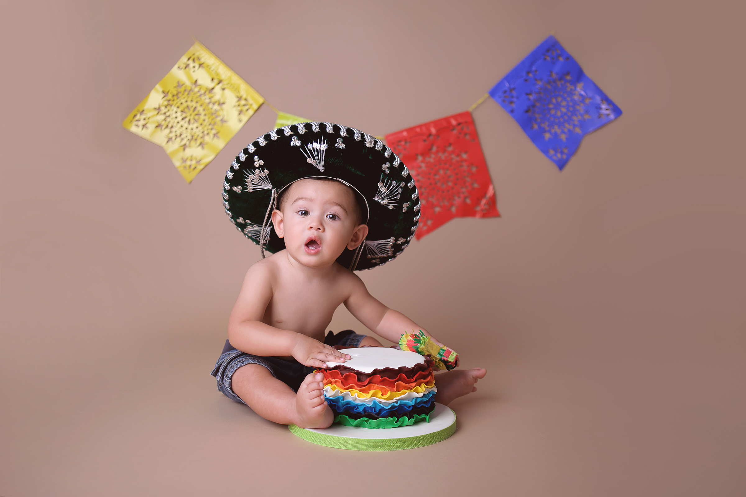 mexican theme cake smash photo with sombrero and pinata cake topper San Diego
