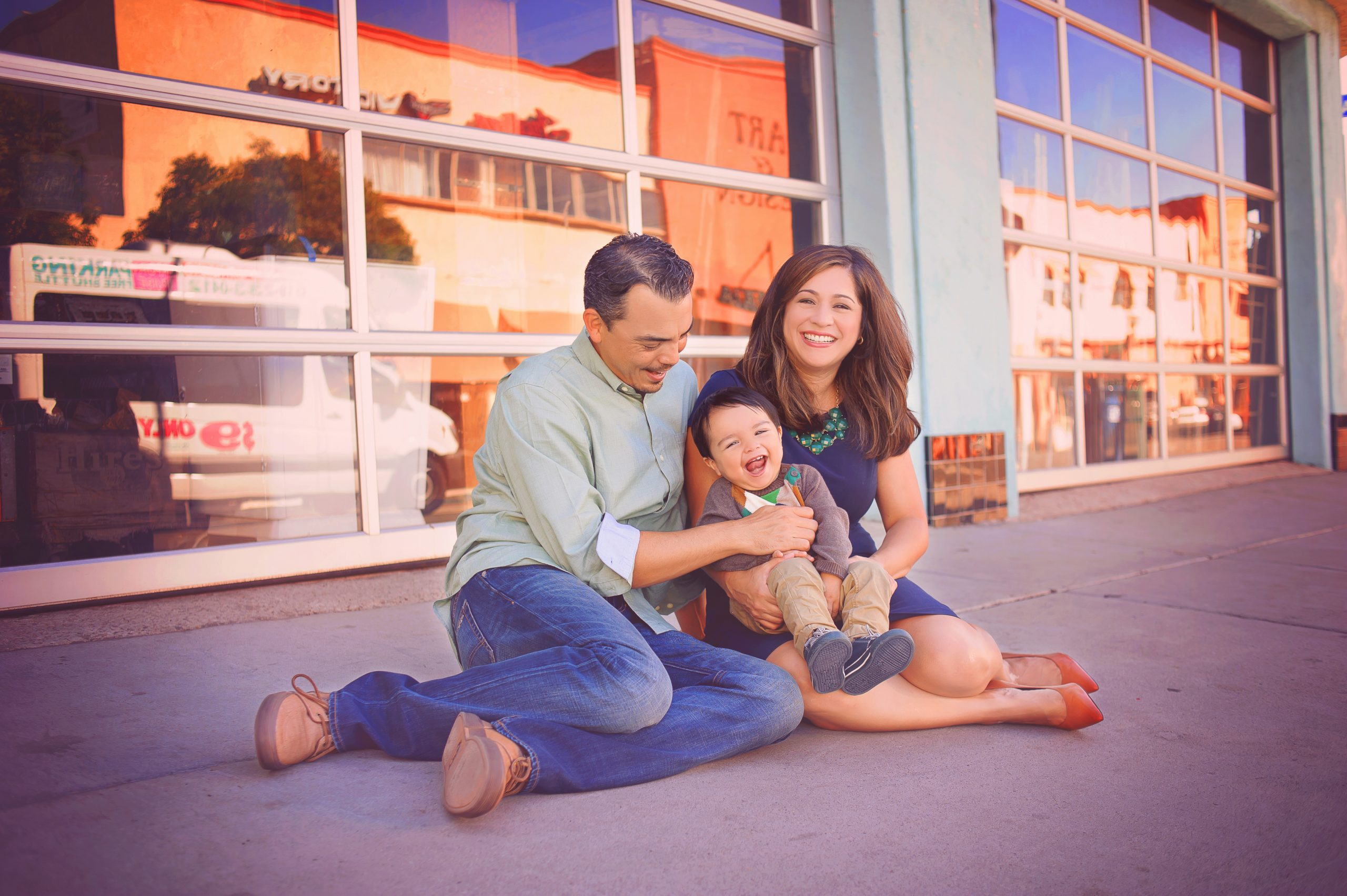 Family photographer in San Diego offering mini sessions
